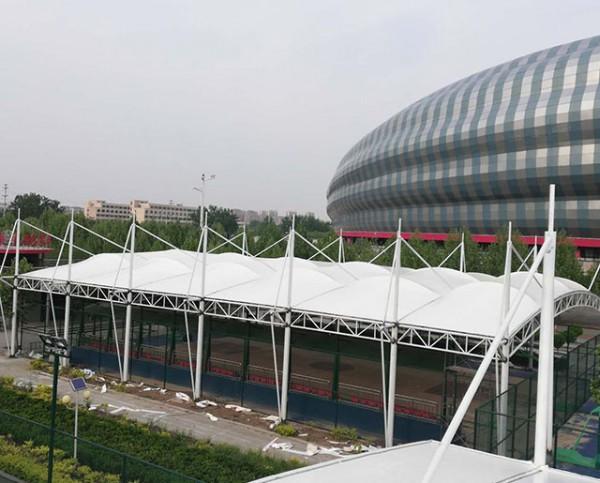 聊城体育馆网球场38宽55米长